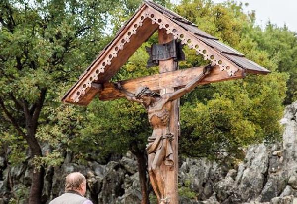 Krzyż na górze objawień